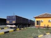 Камион с пшеница се вряза в гараж