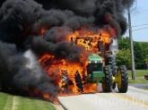 Трактор с ремарке и 70 бали изгоря в движение