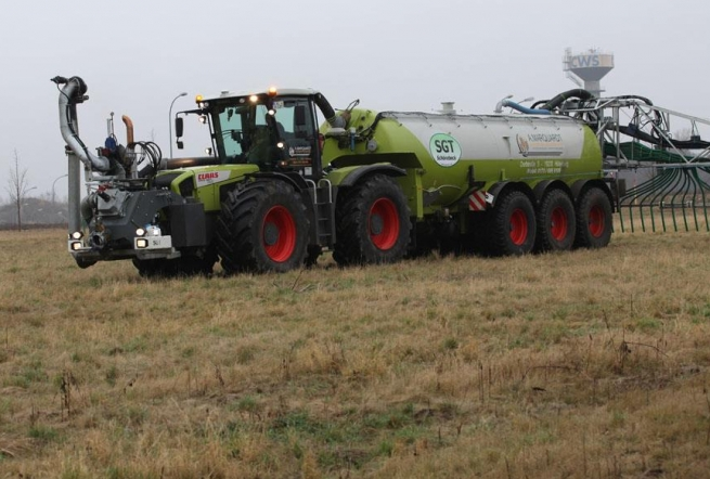 claas axion 900 с 36 метрова лайнярка